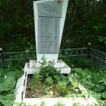 Памятник на братской могиле погибшим в годы Гражданской войны расположен на западной окраине села на кладбище села Клинцовка