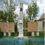 Мемориал погибшим в годы ВОВ расположен в центре села Бобровка